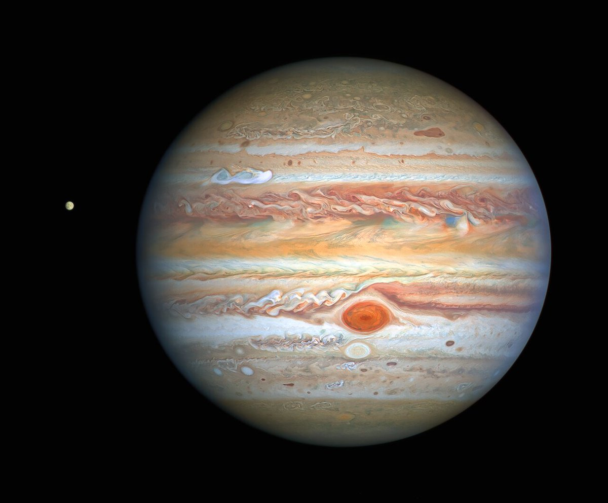 Incredible image of #Jupiter made by the Hubble Space Telescope (HST) last August, 25th. Incredible colour, details and... you can see also the moon Europa at left.  Wonderful ! https://t.co/t4L9Gs1wD9