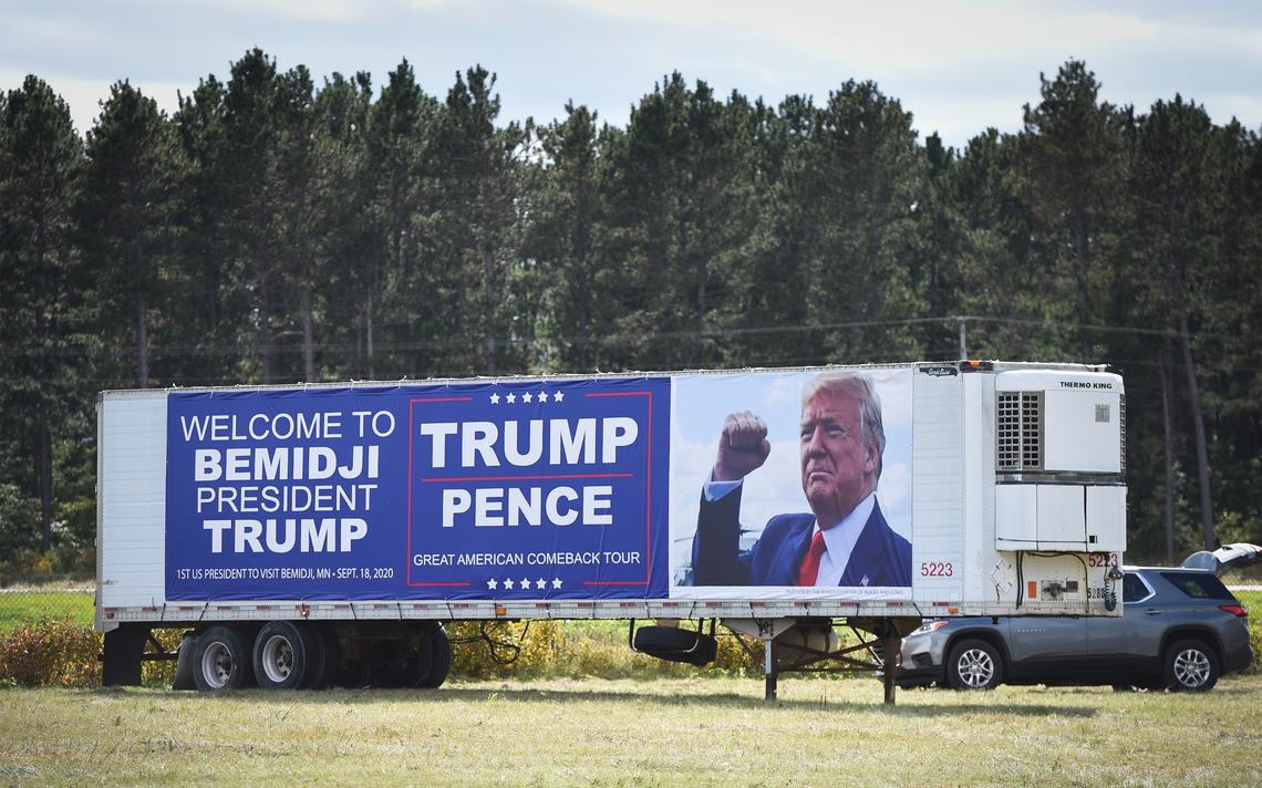 50-foot welcome sign in place for Trump https://t.co/30Blq9grwb https://t.co/xh4lBRmKlj