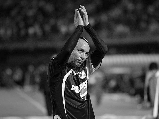 Millonarios FC lamenta profundamente el fallecimiento de Ricardo Ciciliano, jugador de nuestra institución entre 2006 y 2009. Enviamos un fuerte abrazo y mensaje de fortaleza para su familia y seres queridos. QEPD https://t.co/Grk7otWhjq