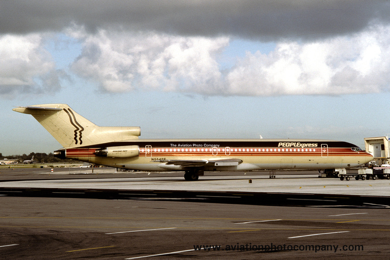 People Express Boeing 727-227A N554PE (1985) https://t.co/qqhQ82BB8F More Boeing 727 images: https://t.co/dXInvTfUoT https://t.co/ZIO9ClgLJo