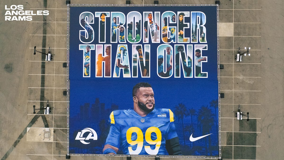 99ft x 99ft for No. 99 Stronger Than One. @AaronDonald97 x @usnikefootball