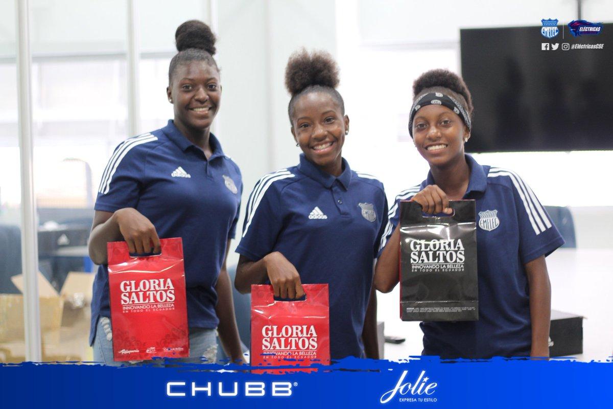 Esta tarde @GloriaSaltosEc , sponsor oficial de las #Eléctricas, hizo la entrega de sus productos a nuestras jugadoras.🎉💁🏻♀️  #LaOtraMitad #DelBombilloSoy #AzulEsElColor 🔵⚡ https://t.co/nvjPQLcv8o