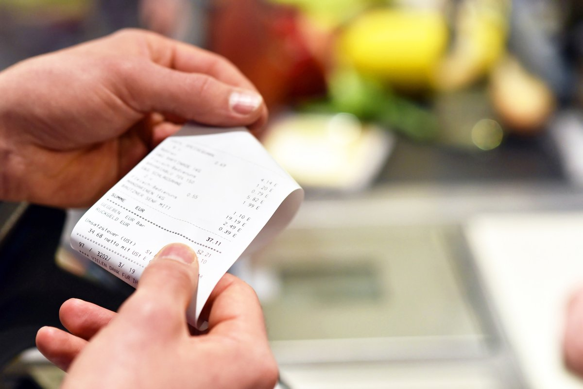 Receipt Checks at Stores: Are They Worth the Hassle? 🤔   👉 https://t.co/C0yOryvBhf #shopping #receipt https://t.co/fPwK6Ka34Y