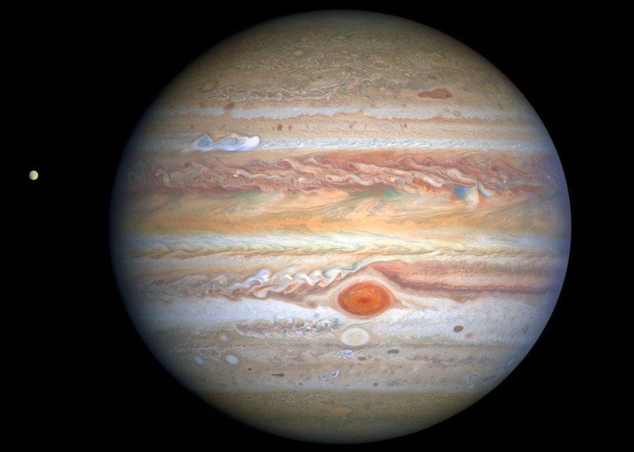 406 million miles from Earth, Jupiter's turbulent atmosphere was captured perfectly by @NASAHubble on Aug. 25 as the Great Red Spot plowed into storm clouds: go.nasa.gov/3c7zD61