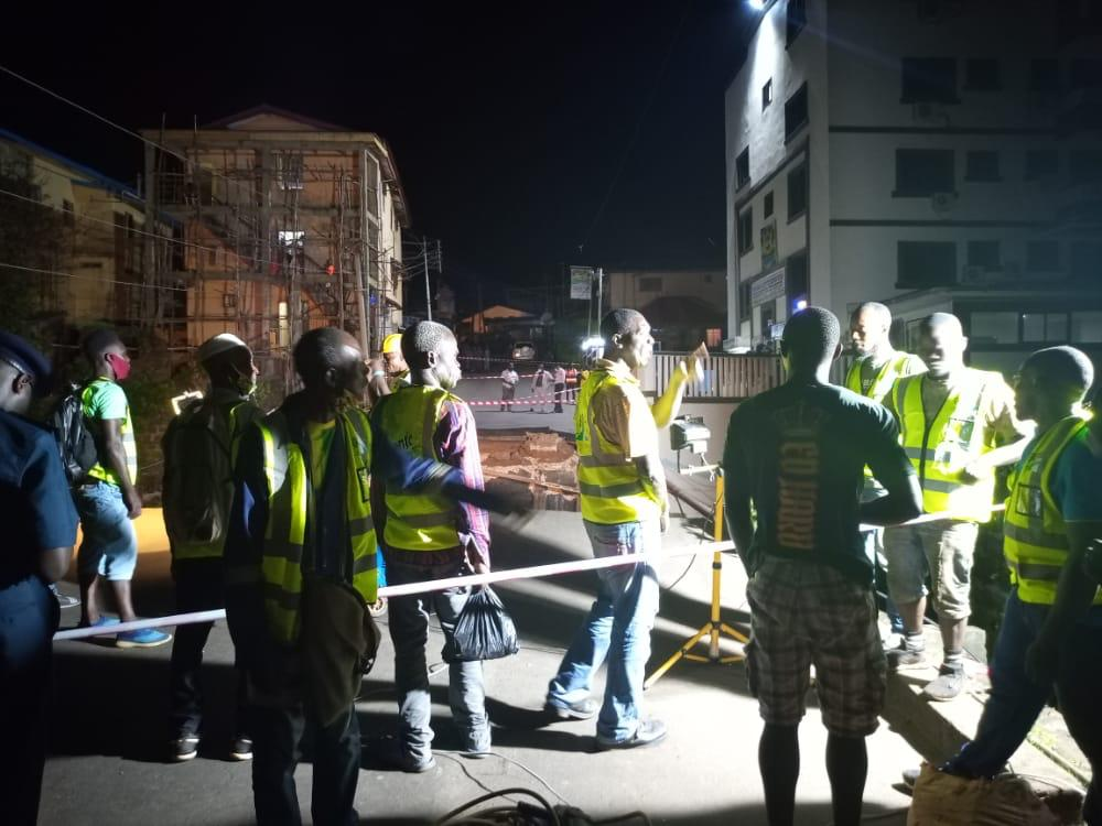 #Freetown,#SierraLeone - It's a Work in Progress. Ministry of Works and military engineers have started reconstructing the #SavageStBridge, damaged as a result of torrential rain last evening. Work started late evening after the construction team submitted their plan of action. https://t.co/3l4gPcALBp