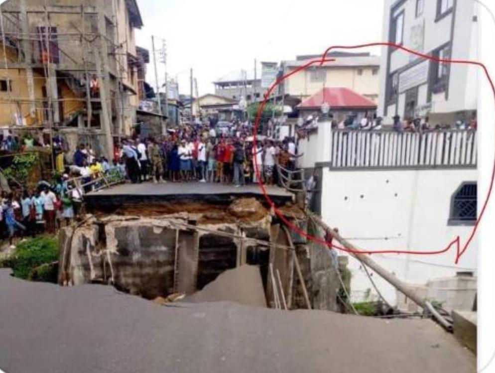 We need to ask questions to the Minister of Lands, Country Planning and the Environment. Who granted building permits to the houses or guesthouse built so close to the collapsed Savage Street Bridge? #Freetown #SierraLeone https://t.co/GF1orNIDoz