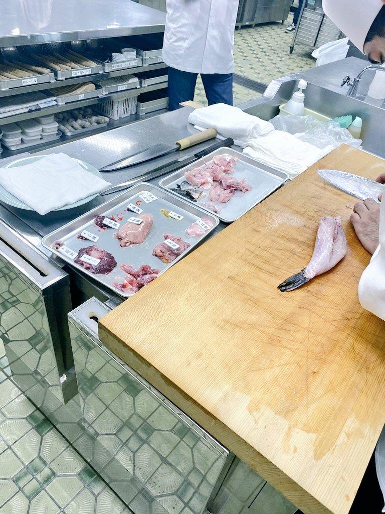 令和2年。模擬試験報告。受講者の皆様ご苦労様でした。関係各位の皆様ご協力ありがとうございました。 #東京 #和食 #河豚 #日本料理 #試験 #調理師 #伝統  #飲食店の灯りを消さない ↓↓東京ふぐ連↓↓ https://t.co/jzwJ8Sc4WP https://t.co/3GsqdBb3Hi