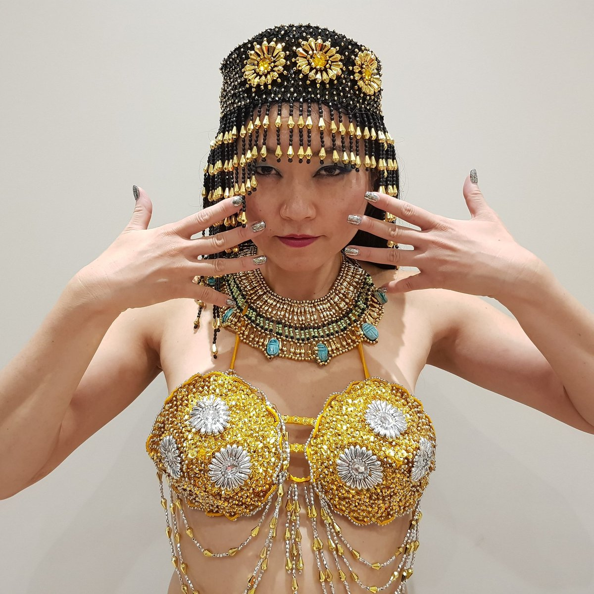 #cleopatra style #costume with matching  #goldnails #shinynails #oriental #goddess #performer #クレオパトラ #sequins #スパンコール #パフォーマー https://t.co/xQzVZg9bCc