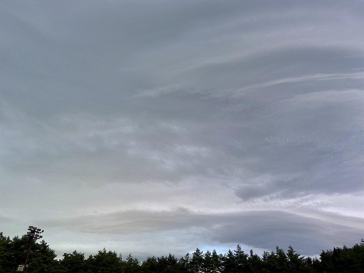 今、この雲の向こうに輝いてる星があります。10年前、同じ名を持って誕生した彼らのスタートは、この空みたいにドンヨリしてたかも。空模様も時代の流れも、どうなるかわからないものですね。20時頃には南中するので、晴れてたら空を見上げてみてくださいね。これからもよろしく!#Jupiter10周年
