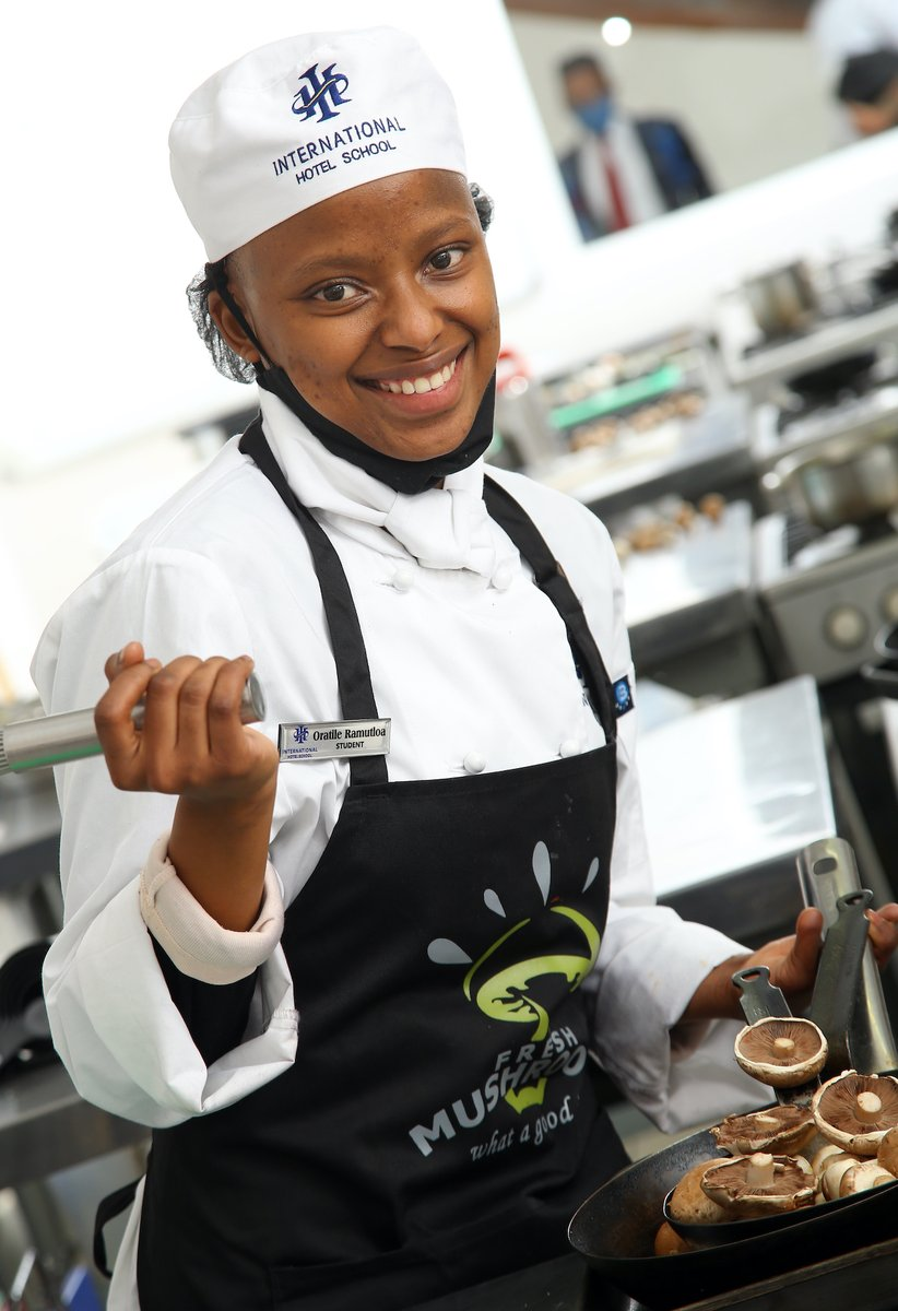 Treat yourself to Oratile Ramutloa's Spicy Chicken Livers, Baby Buttons & Creamy Samp https://t.co/0uzJULaffX this weekend! A winner on your table – we guarantee! @ihotelschool  #eatrealfood #homegourmet #weekendfood #chickenlivers https://t.co/TLS7xJduJG