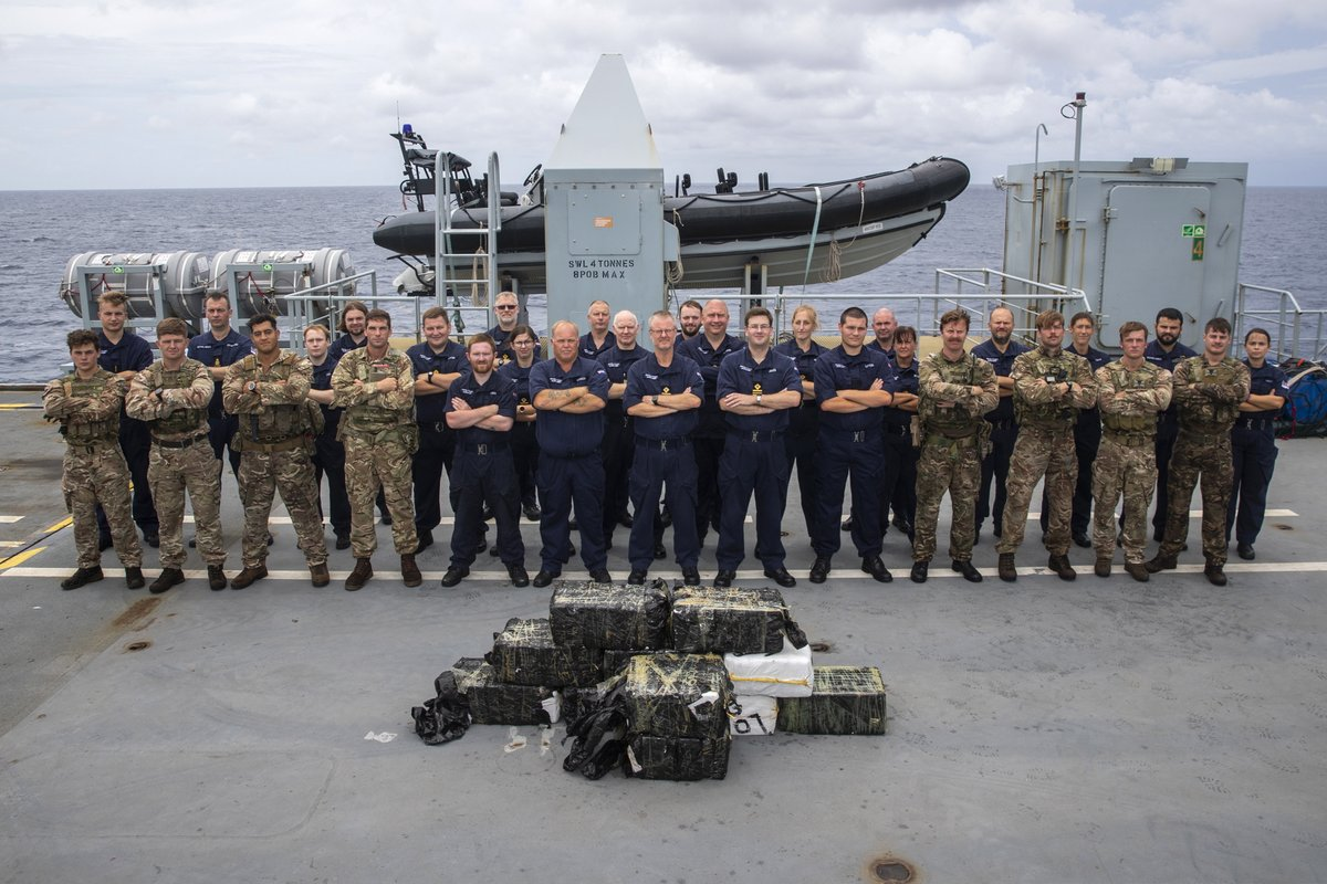 More images of @HMS_Medway and @RFAArgus after series of drugs busts made in the Caribbean working with @USCG royalnavy.mod.uk/news-and-lates…