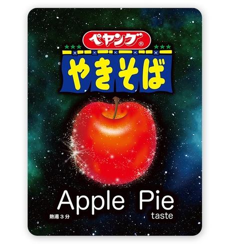 【謎のデザイン】「ペヤング」から新商品「アップルパイテイストやきそば」21日より登場ほんのり香るシナモンとリンゴの甘みが特徴のソースが絡み合う。おやつ感覚で楽しめる味わいだという。