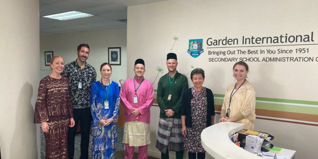 To celebrate this week's Malaysia Day it was national dress day at @gismalaysia. I found the baju melayu far more comfortable than my suit! https://t.co/fHBOo13dmX