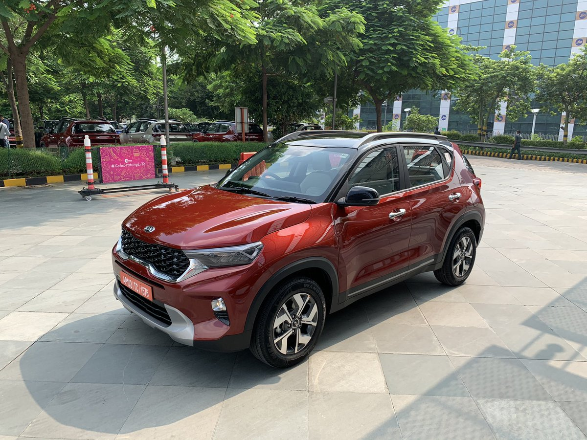 #KiaSonet has bagged over 25,000 bookings. Is getting an average of 1000 bookings per day so far! The Sonet will be exported from India to 70 markets. SVP #Kia #Sonet #subcompact #SUV 1/x https://t.co/nR4f71kGKe