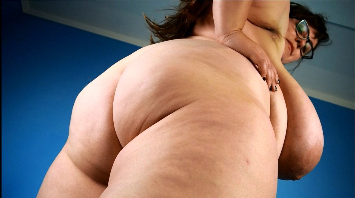 Look at all of the juicy sexiness of @NinaDoll_BBW