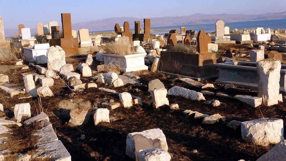Defineciler, 5 bin yıllık mezarlığı talan etti https://t.co/QkjWqxklvA https://t.co/i01Hcwa2O2