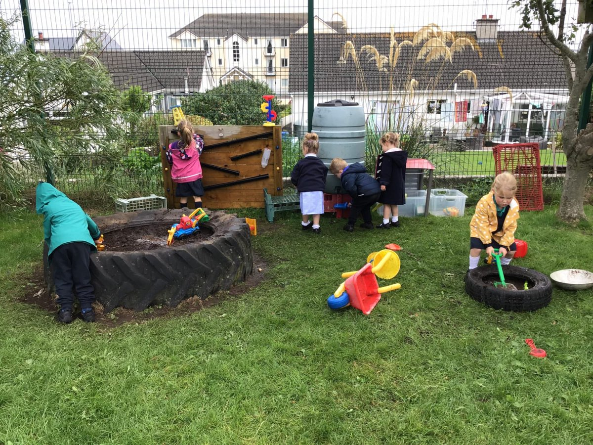 The excitement of using the water butt for muddy play was evident this morning-any one for a mud pie? @JennyH24769831 @Sofalof @Eco_SchoolsNI @STEMAware https://t.co/pDdazECK0r
