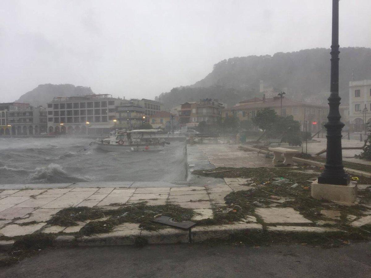 Σε εξέλιξη ο μεσογειακός κυκλώνας «Ιανός» - Συνεχίζεται η επιφυλακή - Η συνέχεια της πορείας του https://t.co/bCh0o40fmR https://t.co/FB0bnVFKFf