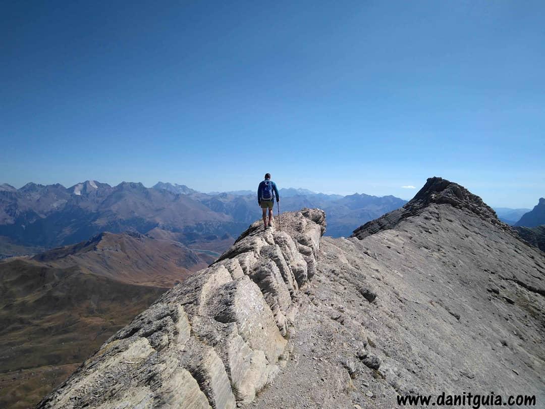 Espectaculares vistas desde Pala de Ip https://t.co/HvxRs7Lvr8 #pirineosfranceses @info_ezcaray  #trekking #pirineos #naturaleza #montaña #guide #guiasdemontaña #huesca #senderismo #mtb #mtbguide #mountainguide  #alquilerdebicicletas #ebikes #collarada #huescalamagia #canfranc https://t.co/QYNpQ16Him