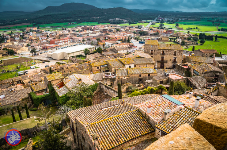 Have you ever been in Pals? You'll fall in love with it! 😍  ➡️ https://t.co/dbtOVqzsNA  📝 @6LegsWillTravel   📸 @MyEclecticImage   #inCostaBrava @baixemporda_tur https://t.co/6t64Xq43YA