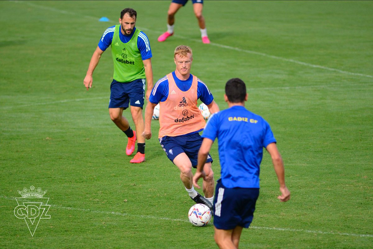 💛💙⚽️ Bom Dia! Nova sessão de treinamento na Ciudad Deportiva #Portugal #Brasil   #VamosCádiz https://t.co/N09rWRBudK