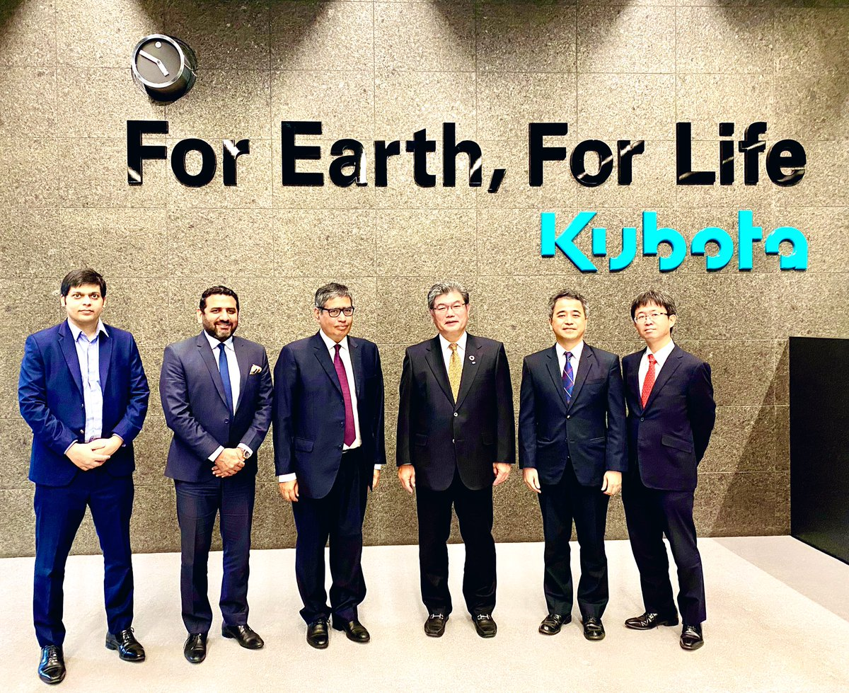 Mechanizing #agricultural sector in #Pakistan remains a priority during discussion with #Kubota Global Strategy team in #Osaka, extending support to enhance cooperation by #Japan in smart & precise #farming.  #ForEarthForLife  @razak_dawood @investinpak @hiroyoshimura @METI_JPN https://t.co/iHzNQJTnsg