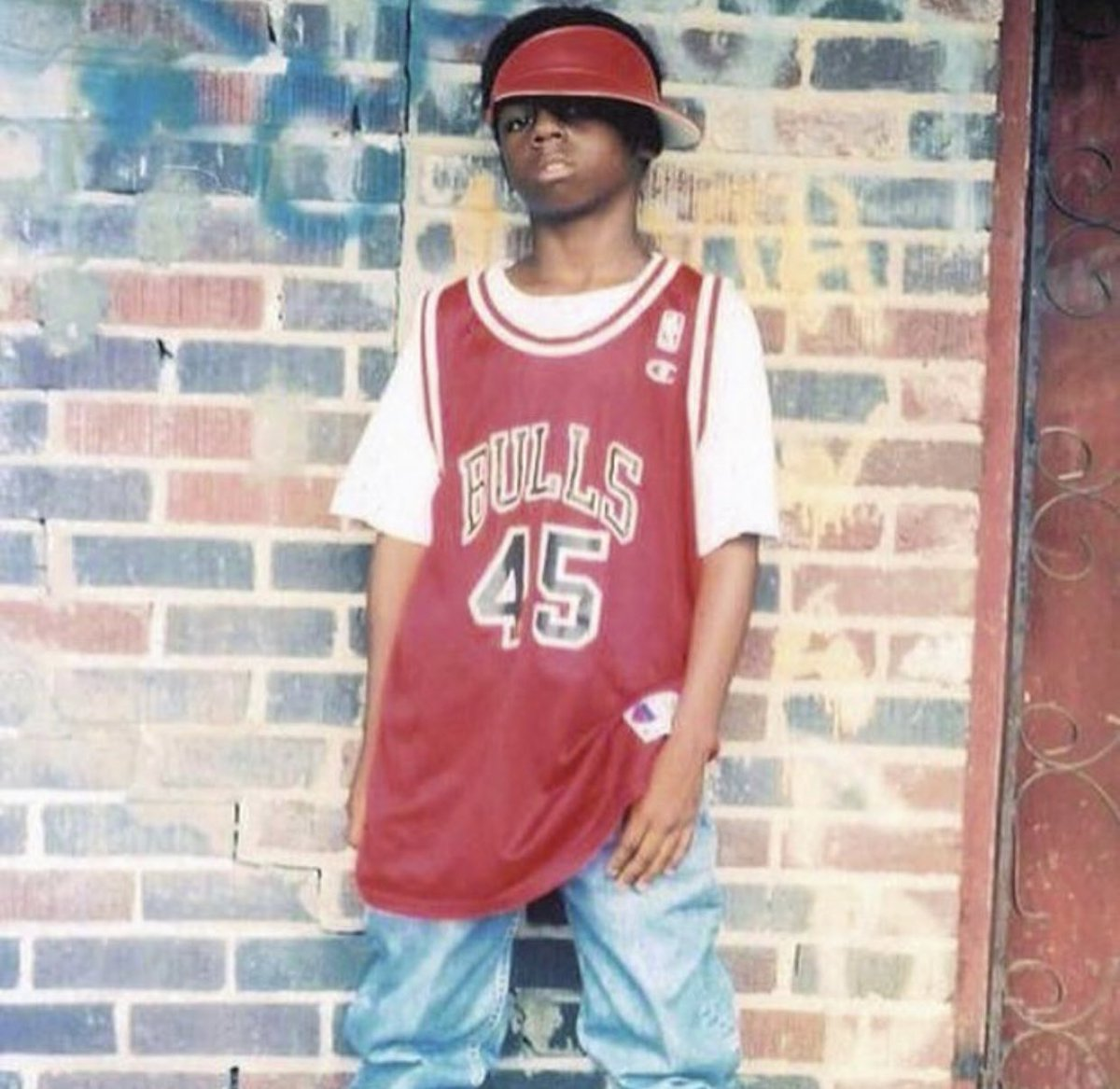Start your Friday with a photo of young Wayne rocking a 45 Jordan jersey. Iconic. 📸