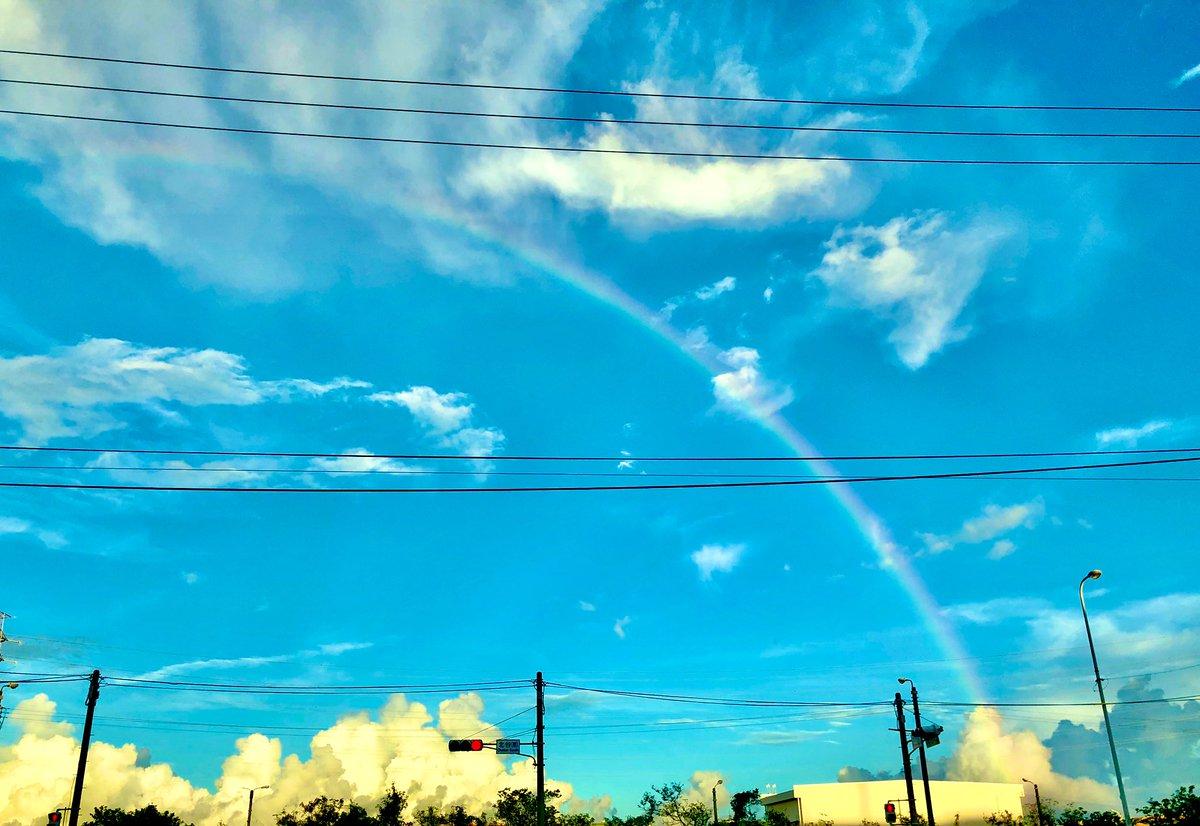 虹🌈がでてた‼️  物凄く暑い日だったのに  急な豪雨‼️  そんでもって虹🌈が出たみたい(^^)  虹をみるとなんか得した気分になる♪  #豪雨 #虹 #得した気分 #写真好きな人と繋がりたい https://t.co/K3KUklDcXY