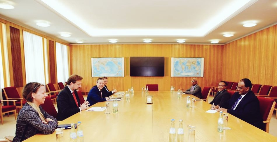 🇩🇪+🇸🇩 - pleasure to meet acting foreign minister Omar Gamareldin. Your work on building a #democratic  and #peaceful #Sudan in spite of the huge economic and social challenges is admirable. #Germany will continue to stand by your side! @AuswaertigesAmt https://t.co/uGqlImJhxz