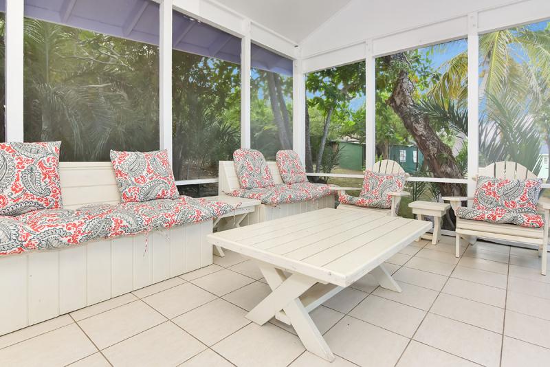 Safe Bahamian beach vacation  Click here :- https://t.co/j5XeiMwt0y  #Travel #Hotel #Bahamas #Exuma #Bahamian https://t.co/P8KR3CXrWw