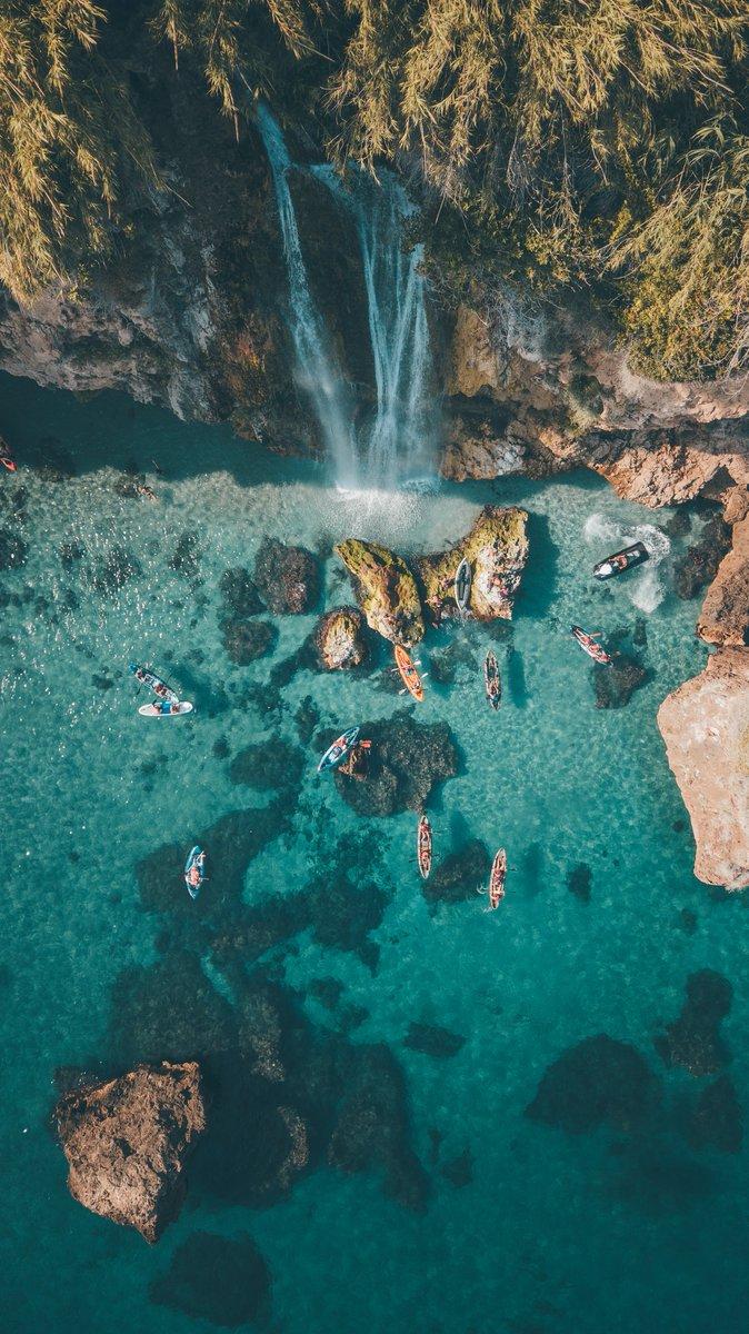 #ViveAndalucia | Tres perspectivas para enamorarse de la Cascada Grande de Maro, en Nerja. 💧😍  Esta cascada proviene de las Cuevas de Nerja y te recomendamos disfrutar de ellas desde el mar, ¡ahí saldrán las mejores fotos! 😉📸  #Malaga https://t.co/1oNEIFX2a7