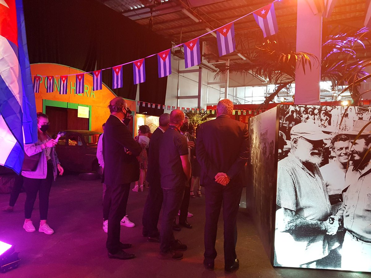 À la découverte de l'exposition-événement, Monsieur l'ambassadeur de Cuba en France, Elio Eduardo Rodriguez Perdomo, est actuellement en train de découvrir l'expsition Viva Cuba.   #vivacuba https://t.co/R0fB4iRvTt