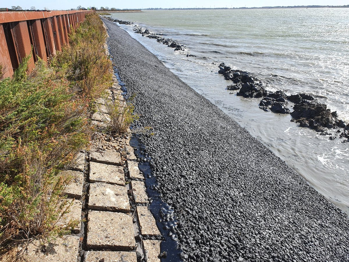 Another section of seawall strengthening completed along the River Blackwater.  Off to the River Crouch next. #essex #seawalls #estuaries #blackwater #crouch https://t.co/bcUPUIbKDc