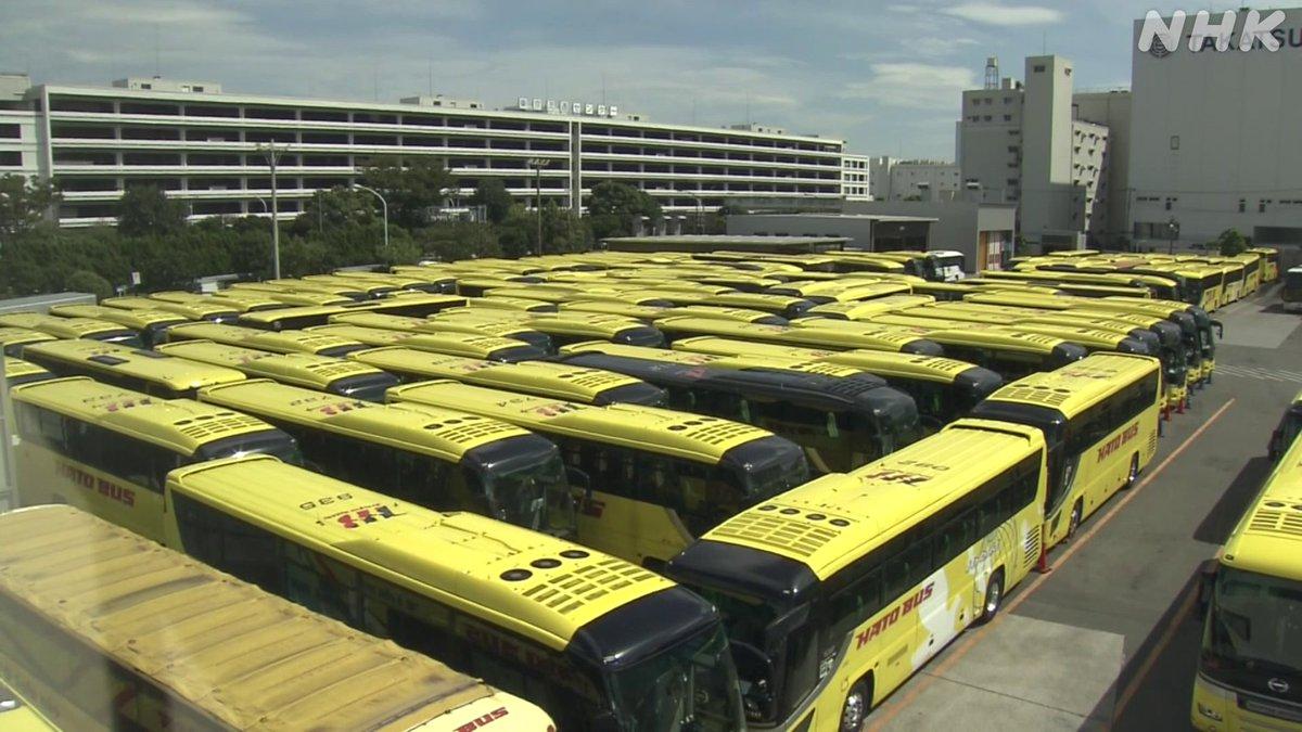 はとバスで「迷路」東京 大田区に本社がある老舗の「はとバス」。コロナの影響で稼働していないバスを利用して、連休にバスの魅力を伝えるツアーを開くことにし、バスを使って大きな迷路を作ったり、換気能力を体験するコーナーを作ったりして準備をしていました。
