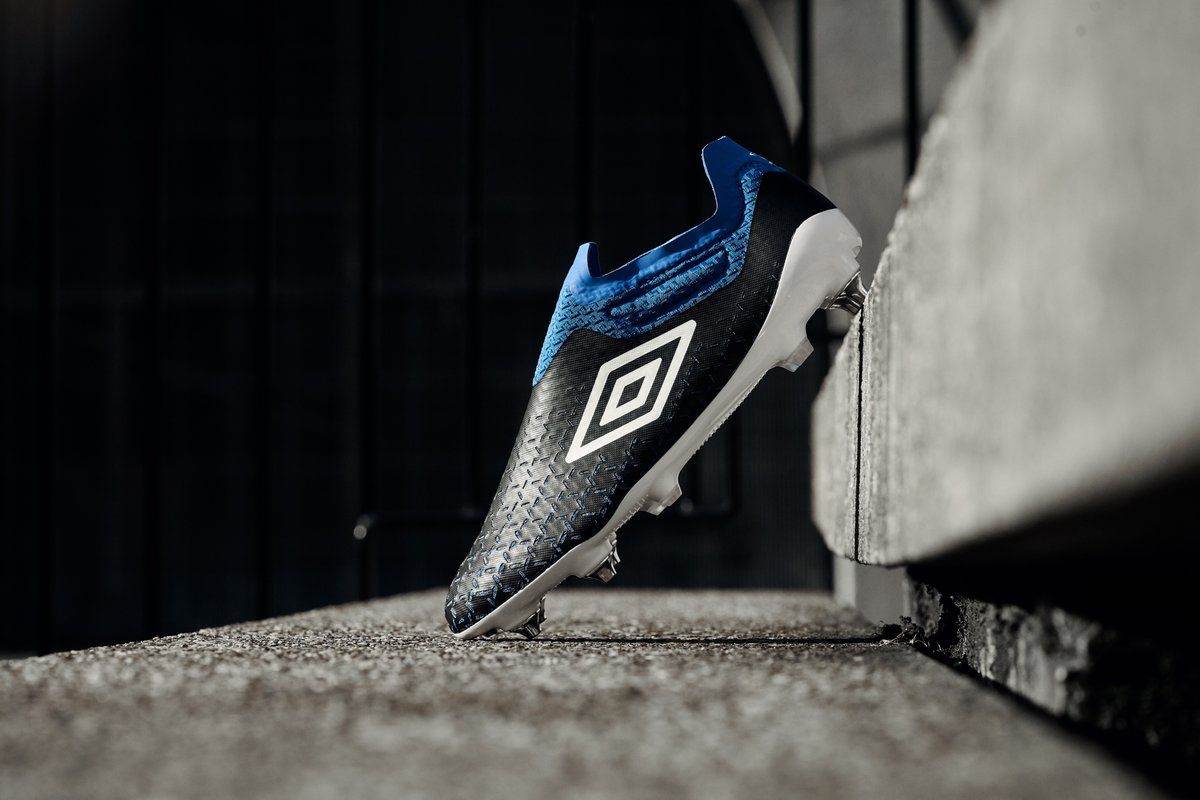 Fast isn't fair! The🆕Velocita 5 Elite, fine-tuned for all you speedsters, who love nothing more than leaving opponents in the dust 💨.  On sale globally now.  #Velocita5 #Umbro #OurGameGoesFaster. https://t.co/6SulOUsLRb