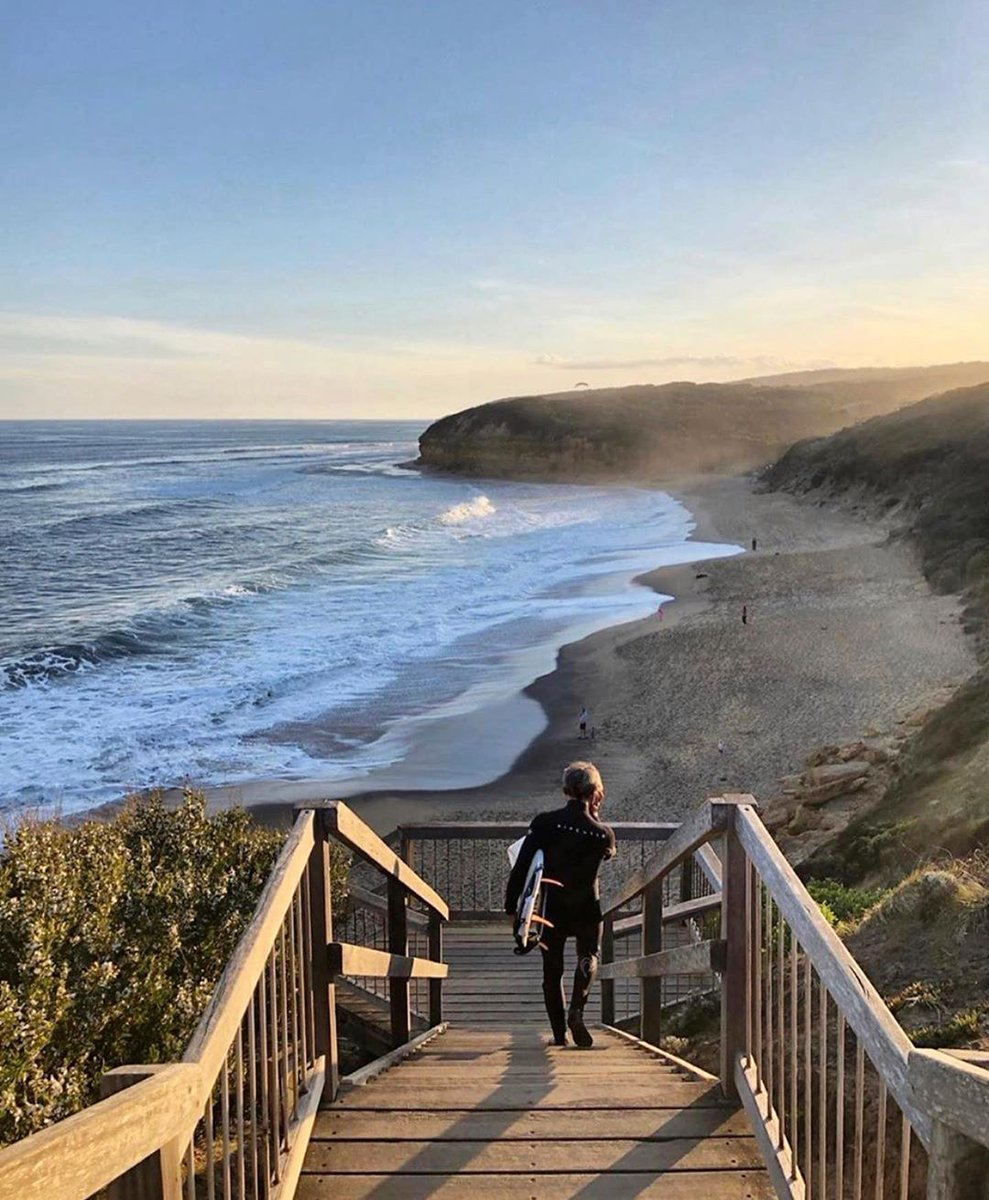 Sending you some sunshine from #BellsBeach ☀️  IG_itsbeautifulhere perfectly captured this famous stretch of sand in #Victoria earlier this year, which is an excellent stop if you're driving the #GreatOceanRoad from @Melbourne.  #seeaustralia https://t.co/XiS5xhIq9p
