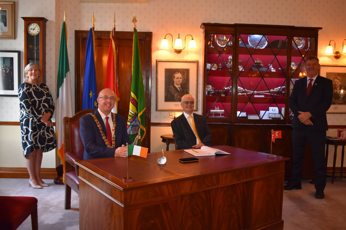Last week I enjoyed my last visit to Cork as British Ambassador to Ireland, visiting Lord Mayor  @Joekavanaghcork at City Hall. I will leave with very fond memories of Cork and the relationships built with friends and partners there over the years. Some highlights below 1/6 https://t.co/Bc7zHQ4Rl6