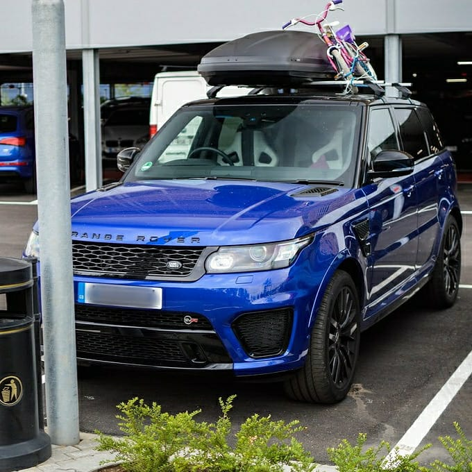 Ready to roll... A week away to recharge the batteries... Devon... @landrover_uk @landrover #staycation #rangerover #svr #packed #gumball3000 #gumballlife #gumballfamily #weare22 #torontotohavana #hypercars #supercars #classiccars #drivinghypercars https://t.co/GkofqkAnjw