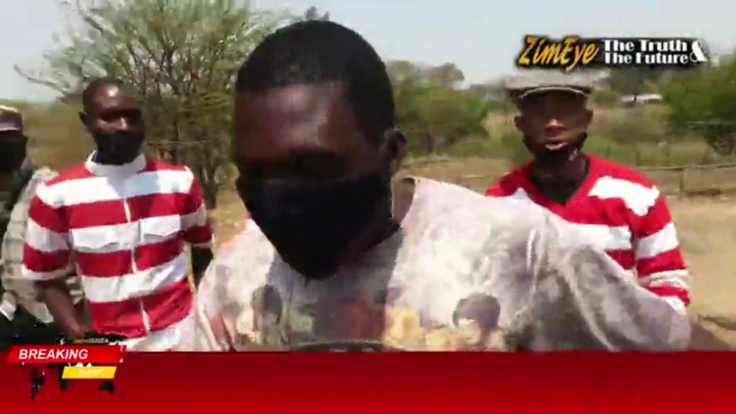 CAUGHT IN THE ACT: The Man Who Led Attacks Against Journalists Impala | DO YOU KNOW THIS MAN? https://t.co/bIgJBSPUDN via @zimeye https://t.co/oYuzFIsJYp