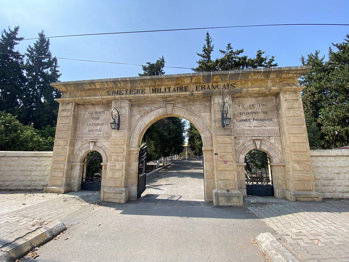 """Havalimanı yolunda karşımıza çıktı.Maraş'ı kurtuluşunun 100.yılında ilk kez ziyaretimiz sonrası:1919-21 Fransa için ölen askerler için yapılmış""""Fransız Askeri Mezarlığıyla""""karşılaştık Çalışanlar tarafında bakımlı bir yer, Hatay'ın işgalinde yapılmış;halen bakımlı ve ziyarete açık https://t.co/FlpHHUR8kS"""