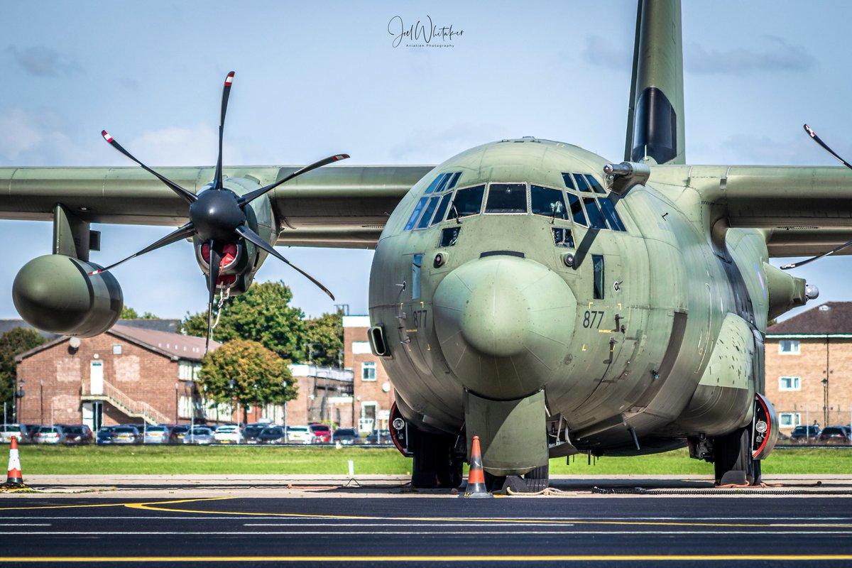 Royal Air Force #Hercules C130J Mk4 (ZH877) on the apron at #RAF Brize Norton.   #aviationlovers #aviationlover #aviationinstagram #aviationphotos #aviationgeek #aircraft #aircraftspotting #aircraftlovers #planes #planelovers #airplanes #planespotter https://t.co/1LJ1OvkgqQ