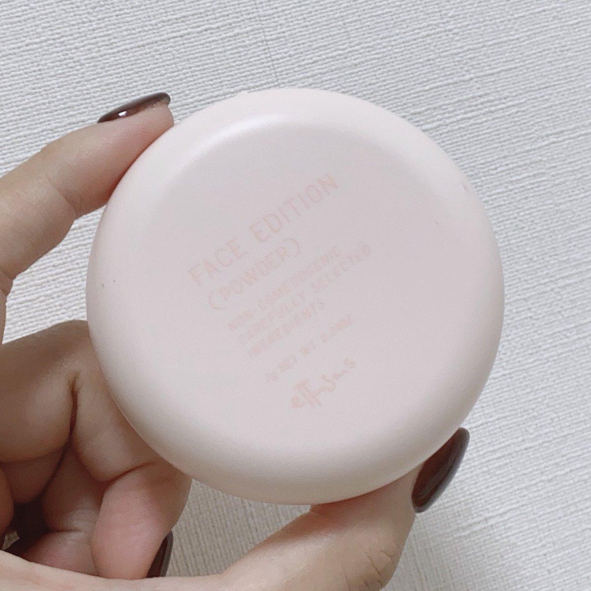 最近毎日使ってるエテュセのフェイスパウダーがプチプラなのにデパコス並の仕上がり。付属のパフで雑にポンポンするだけで、ベースメイクの艶は残しつつ、嫌なテカリだけ綺麗に抑えてくれる。色が付かないのも使いやすいし、毛穴もふわっと消える。コンパクトだから持ち運び用ポーチにも絶対入れてる。