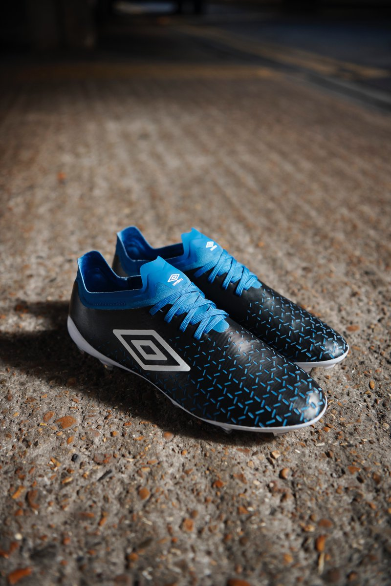 Lace lovers, we've got you 👍  Velocita 5 Pro also available now in⚫️🔵⚪️ https://t.co/GfDDamGdOE