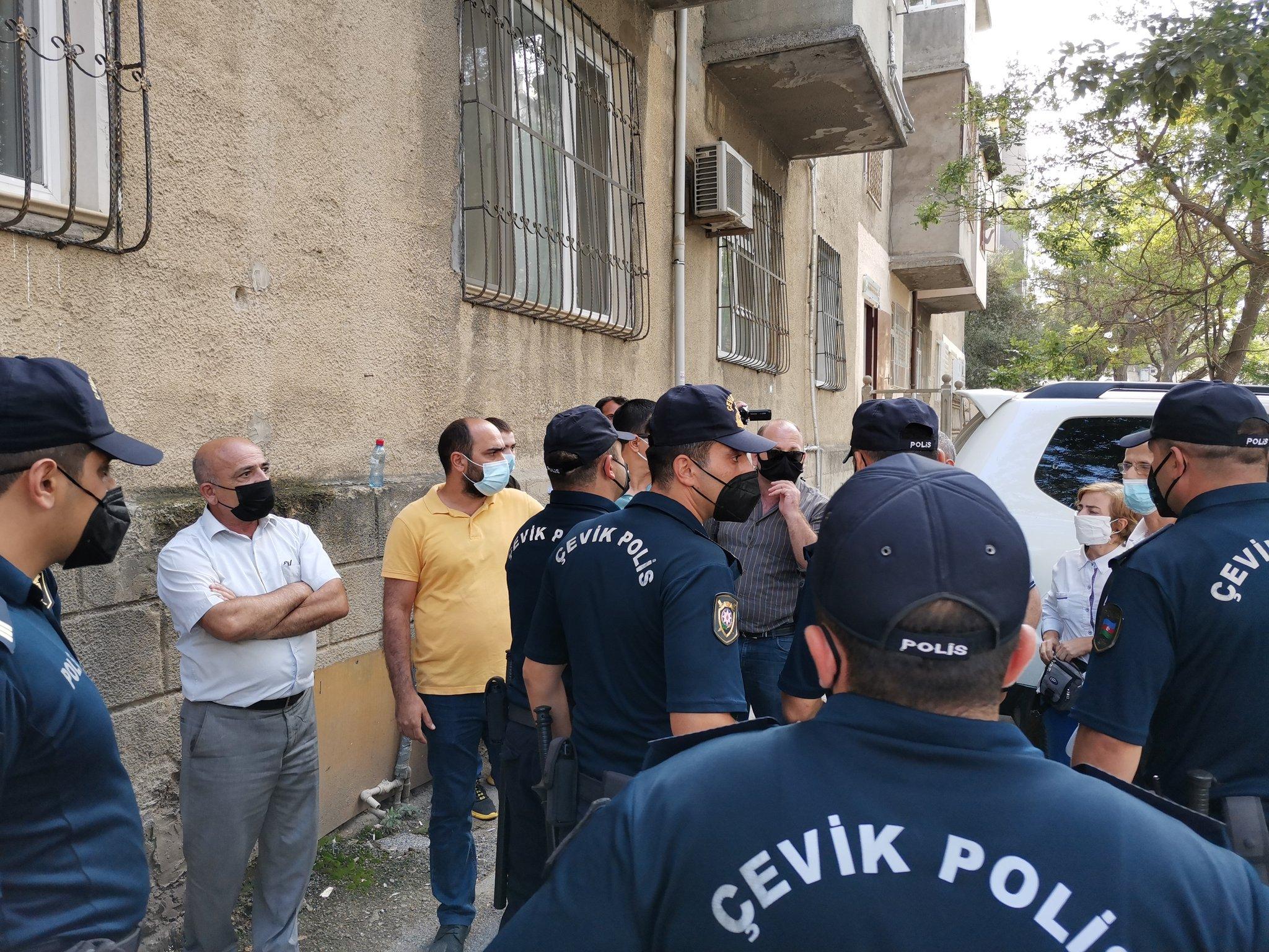 Ulviyya Ali On Twitter Cevik Polis Alayi Məhkəmənin Onundə Toplasmaga Imkan Vermir