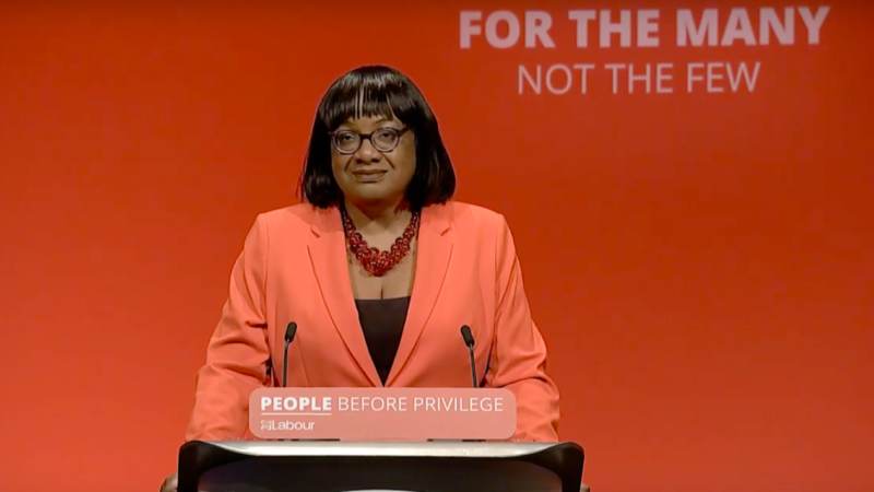 """""""The idea that people's health & lives could be put at risk in effort to get back to economic normality was always as misconceived as it was grotesque""""  Essential reading on why we need a zero Covid-19 strategy by Diane Abbott 👉 https://t.co/AGjoYWmp5o  #Covid19UK @HackneyAbbott https://t.co/POTGkNkmcV"""