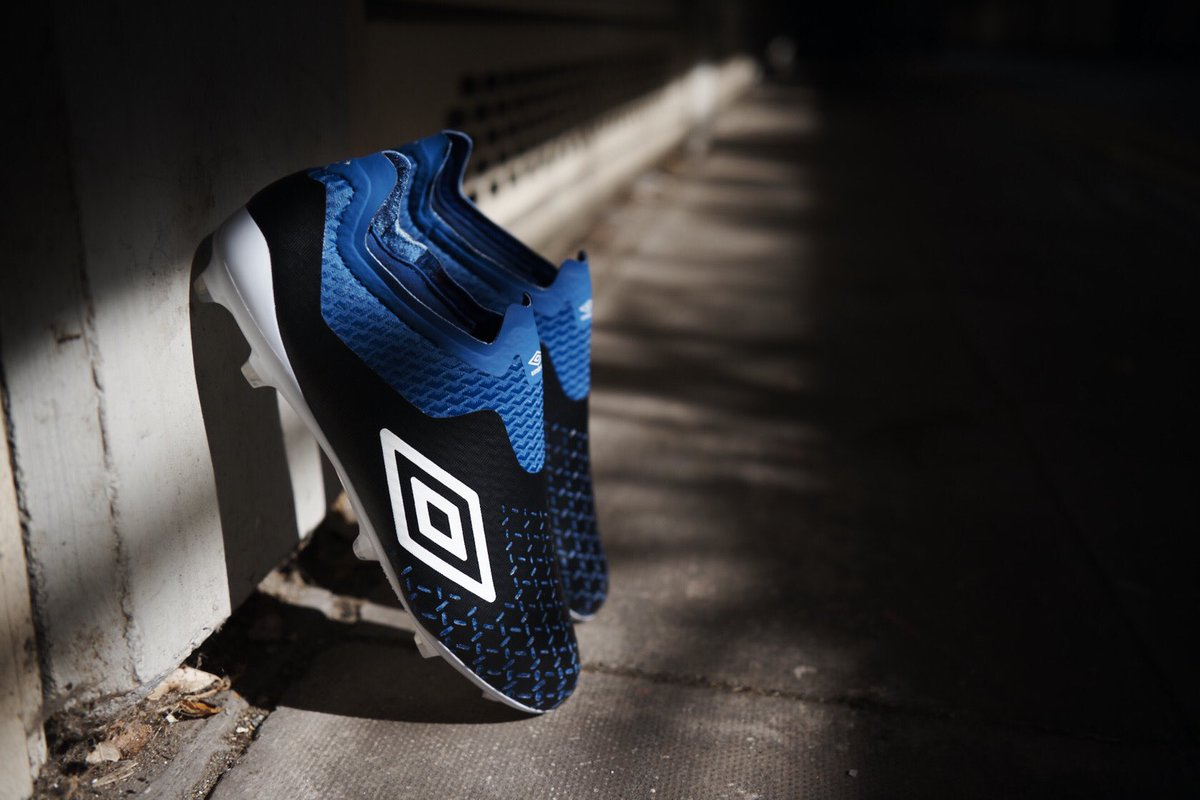 ⚽️ BOOT NEWS ⚽️   It's a DOUBLE DROP from @umbro this week, who follow up the Tocco Pro boots with these new laceless 𝗩𝗲𝗹𝗼𝗰𝗶𝘁𝗮 𝟱 𝗘𝗹𝗶𝘁𝗲! ✨ https://t.co/8LE6itzxJ0