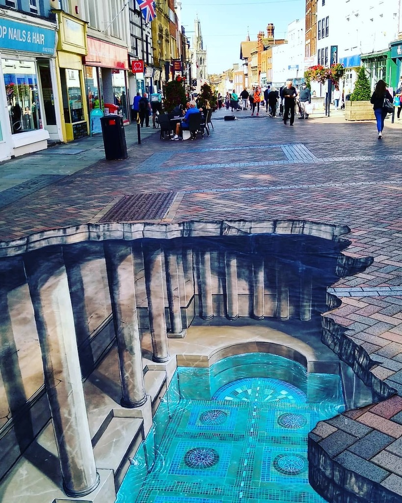 How wonderful is this?!😁 Huge hole has appeared on #westgate giving a glimpse into the past. #gloshistfest20 #gloucester #opticalillusion #lovewhereyoulive #visitengland #visitglos https://t.co/ZDD1NhqAK1 https://t.co/iDgK8nrvOl