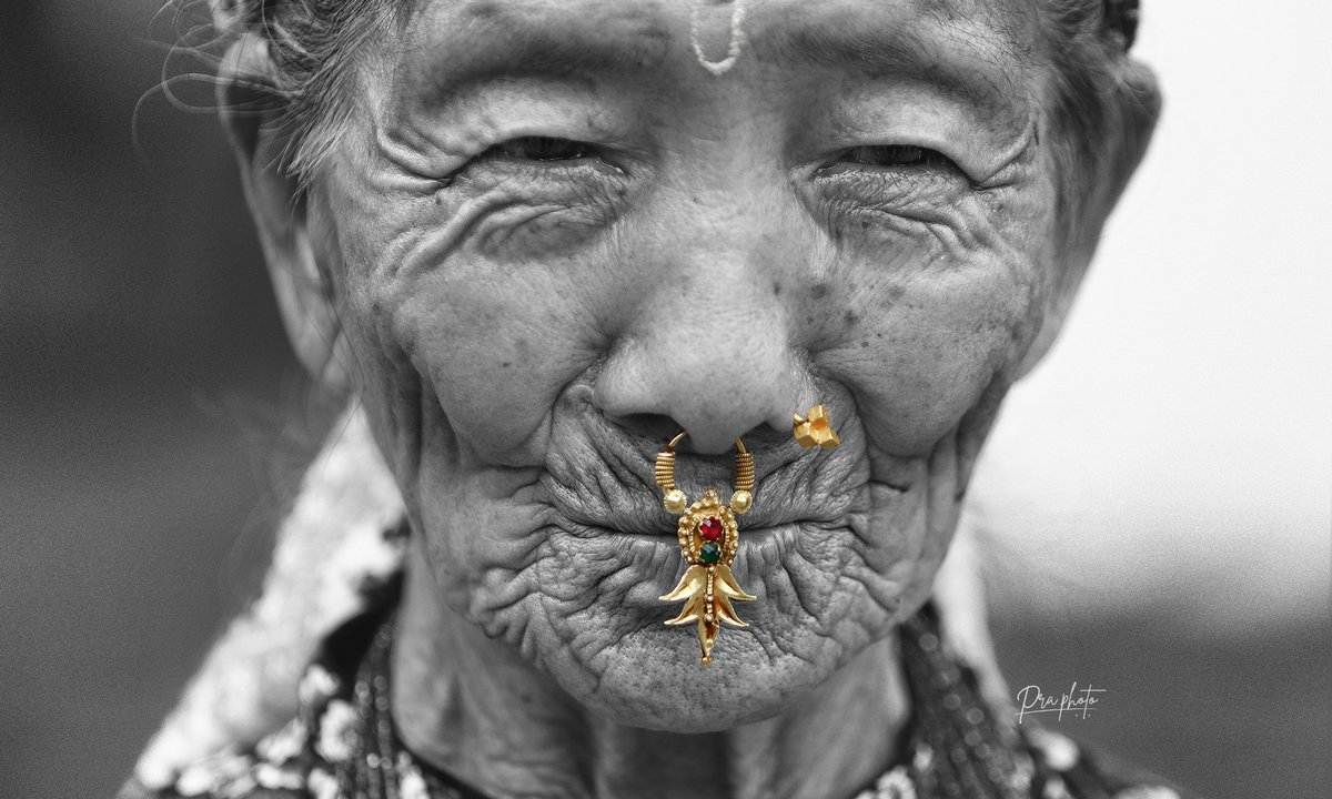 'Golden pout' Portrait of an elderly women with a traditional jewelled nose-ring. #wrinkle #pout #smile #oldwomen #praphoto #nepalportraits #nepalphotoproject #blackandwhite #nepalsmile #dreamersproject #travelnepal #discovernepal  #artphoto #nepaltourism https://t.co/HOhO49C81u