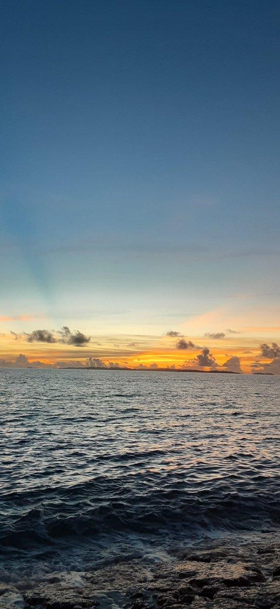 Beautiful…💘 Sea and sky give me energy. #bluesky #Beautifulsea https://t.co/3xNQcBADmQ