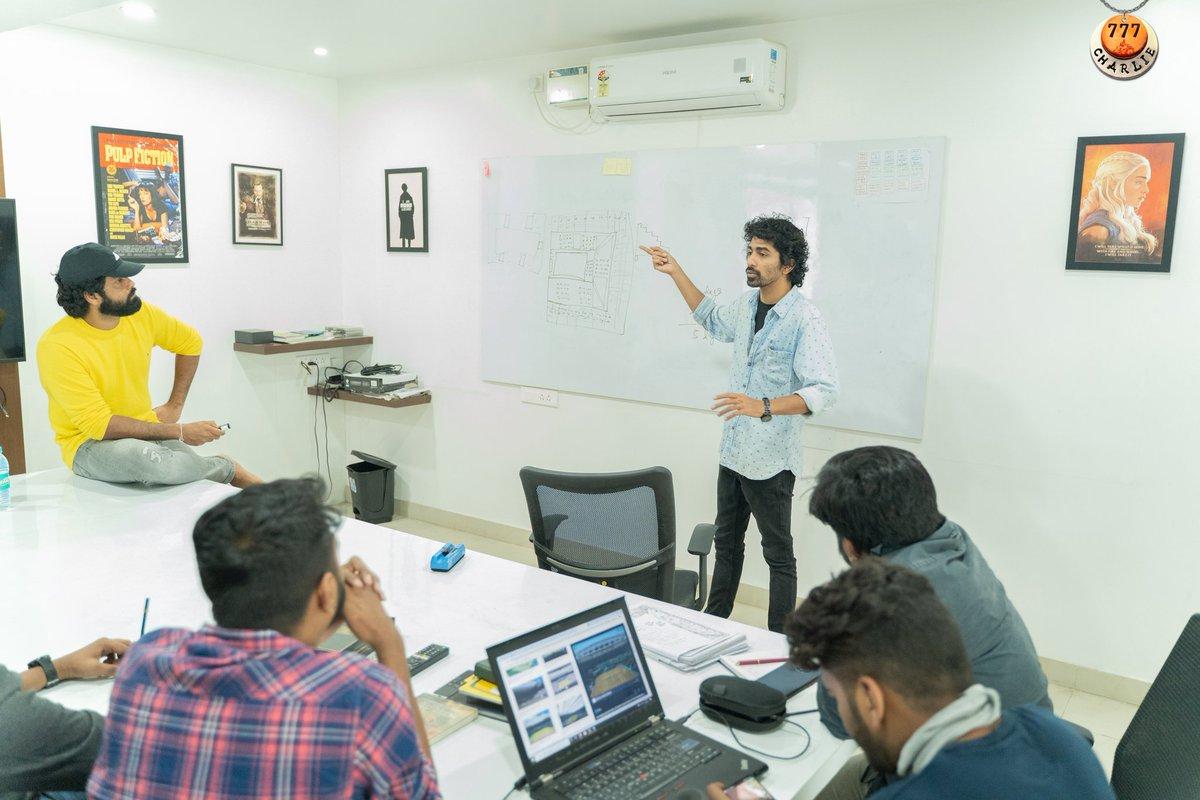 The master crew is all set to resume the @777CharlieMovie shoot. Take a peek into our planning room 😍 ಧರ್ಮ ಹಾಗು ಚಾರ್ಲಿಯ ಮುಂದಿನ ಪಯಣದ ಪ್ಲ್ಯಾನಿಂಗ್ ನಲ್ಲಿ ತೊಡಗಿರುವ #777ಚಾರ್ಲಿ ತಂಡ ✨  #777Charlie @rakshitshetty @Kiranraj61 @Pushkara_M @PushkarFilms https://t.co/1mJpN7xPv7